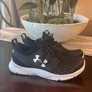 NWOT Under Armour Sneakers Size 8 1/2!!